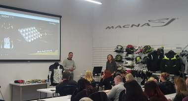 Produktové školení moto oblečení MACNA