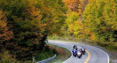 Na silnicích už číhají nástrahy podzimu, jste na ně připraveni?