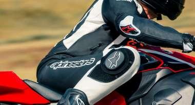 Přemýšlíte o koupi kombinézy na motorku?